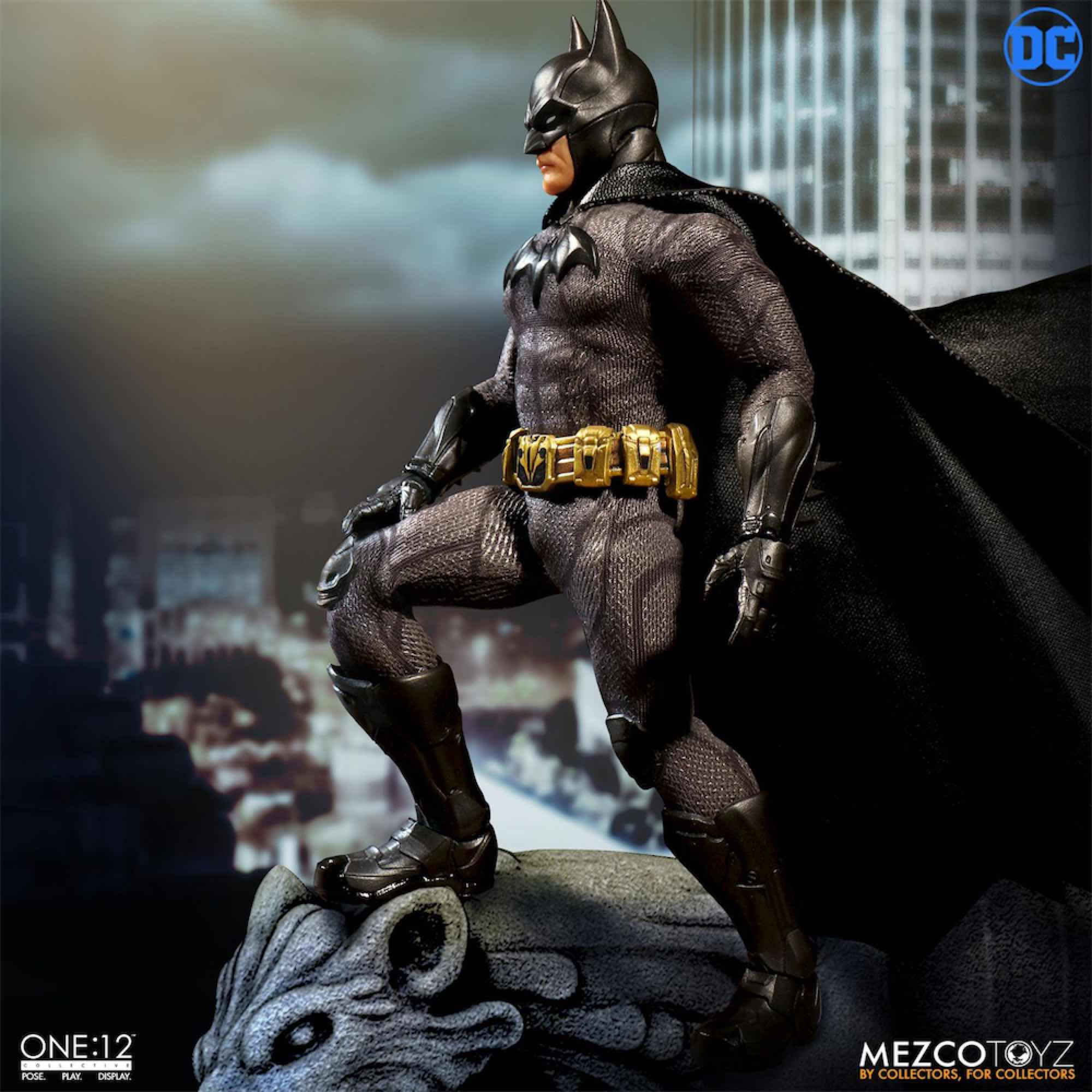 BATMAN FIGURA 17 CM DC UNIVERSE BATMAN SOVEREIGN KNIGHT ONE:12 COLLECTIVE
